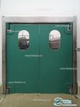 Маятниковая пластиковая дверь производства Ирбис