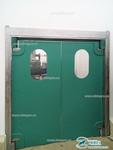 Пластиковая маятниковая дверь