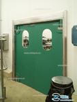 Маятниковая дверь из пластика