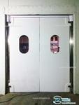 Установка маятниковой пластиковой двери