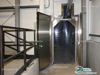 Входной комплекс, состоящий из пленочной и холодильной распашной дверей Ирбис