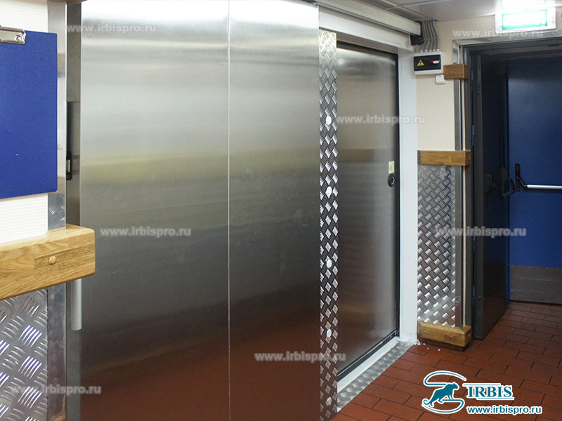 Специальная холодильная откатная дверь